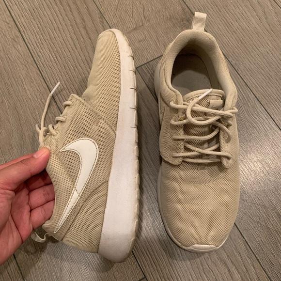 Cream Nike Roshe